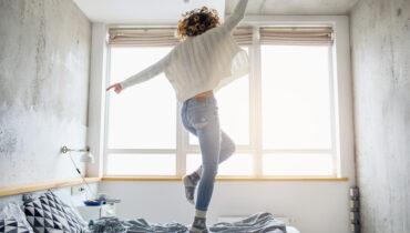 Aprovecha al máximo la luz natural de tu dormitorio y ahorra energía